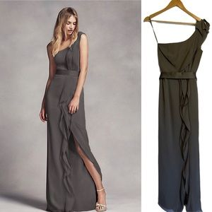 Vera Wang White One Shoulder Gown in Charcoal